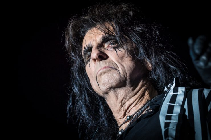 "ALICE COOPER NEW ALBUM. Alice Cooper, torna con ""Lullaby Versions Of Alice Cooper"" un album che vede i grandi successi del  re del rock in versione ninna nanna."