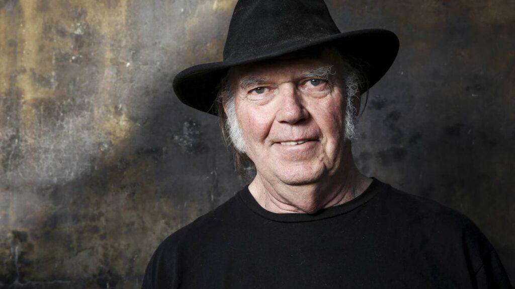 NEIL YOUNG BIOGRAFIA. Cantautore e chitarrista canadese, naturalizzato statunitense, si è imposto come uno dei più carismatici e influenti cantautori degli anni '70
