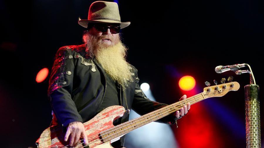 Addio Dusty Hill. È morto nel sonno all'età di 72 anni, lo storico bassista della Rock Band americana ZZ top.